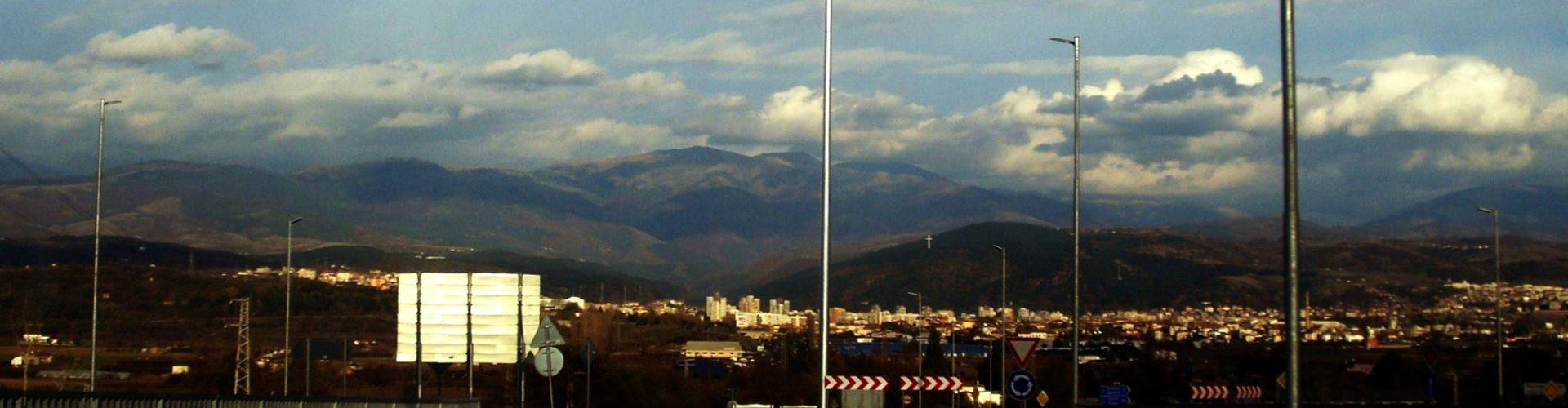 Българският трибагреник на входа на Благоевград